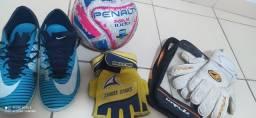 Título do anúncio: Chuteira mercurial x 42,bola profissional penalty FIFA,luvas profissionais . .