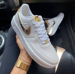 Título do anúncio: Tênis Nike Air Force Nike Dourado