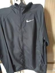 Título do anúncio: vendo esse casaco da Nike original tamanho M , ficou pequeno em mim