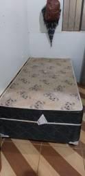 Duas camas box de solteiro 180$ cada faço entrega