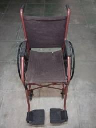 Título do anúncio: Vendo cadeira de rodas usada e conservada.