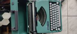 Título do anúncio: Máquina de escrever perfeito estado funcionando