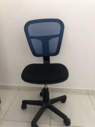 Título do anúncio: Cadeira de rodinha