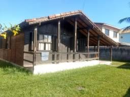 Casa na praia com 03 quartos e quintal amplo, em Barra de São João