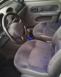 Aproveite.Clio Sedan 1.0 completo - 2003