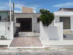 Casa em Candelária - Excelente localização - 3/4 1 suíte - Segura