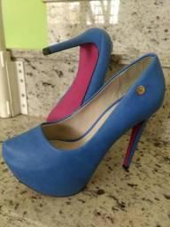 635ae27c57 Sapato Belíssima Azul com Solado Rosa