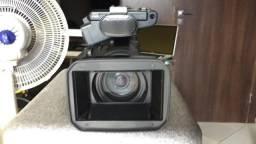 Câmera profissional AX 2000 da Sony