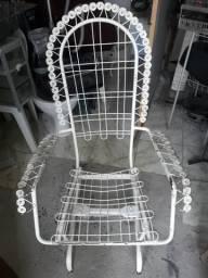 Cadeira de balanco de ferro .leia