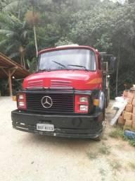 Vendo ou troco por caminhão menor - 1982