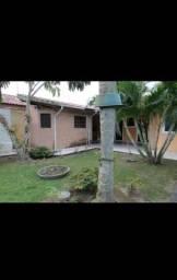 Bela casa com enorme Jardim no bairro coqueiro