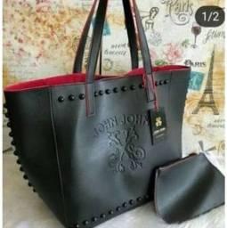 Lindas bolsas disponíveis no preto e no vinho..
