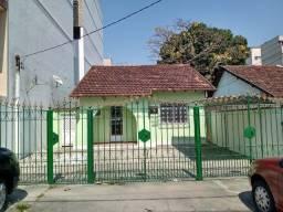 Casa Independente/Linear, 03 Quartos, Banheiro, Quintal, Garagem Ampla na Vila da Penha
