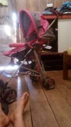 vendo carrinho de bebê feminino