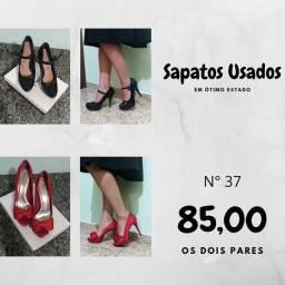 Dois pares de sapatos femininos