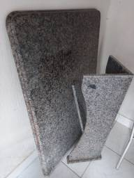 Mesa em mármore tipo balcão