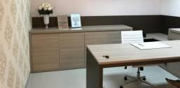 Mesa de escritório com armários em MDF