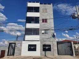 Título do anúncio: Apartamento com área privativa com 3 dormitórios para alugar em Contagem
