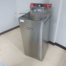 Título do anúncio: Fritadeira elétrica FZ28 Croydon 22L 8000 Wats