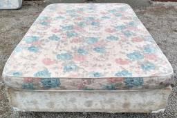 Título do anúncio: Cama de casal com colchão florido rosa e azul.
