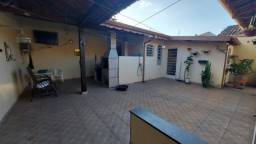 Casa Térrea, 3 Dormitórios (1 Suíte) e Área Gourmet - Jd. Gurilândia - Taubaté/SP