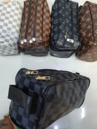 Nécessaire, mochila e pasta