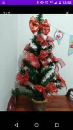 Árvore de natal pequena decorada