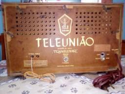 Rádios antigos de madeira funcionando
