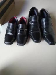 Vendo esses dois sapatos ambos de cor preto