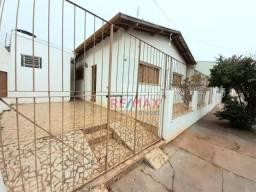 Casa com 2 dormitórios para alugar, 70 m² por R$ 900,00/mês - Centro - Botucatu/SP