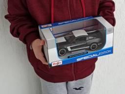 Carrinhos Miniaturas Colecionáveis Ford Mustang Boss escala 1:24
