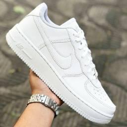 Tênis branco Nike Air Force  direto da fábrica