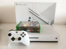 Vendo Xbox one s. 500giga com 4 jogos.