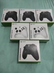 Controle Xbox Series S / X - Preto ou Branco