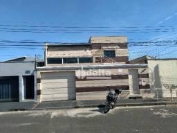 Casa com 5 dormitórios para alugar, 240 m² por R$ 3.500,00 - Planalto - Uberlândia/MG