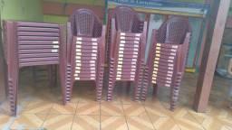 Mesas e cadeiras novas