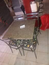 Vendo mesa com 4 cadêiras, usado