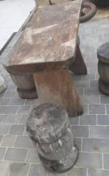 Vendo mesa rústica com bancos