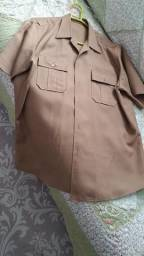 Camisa bege, 3°D1 Tamanho 5