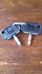 Duas chaves Trator Massey Ferguson
