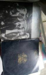 2 disco Vinyl Queen, Relíquia