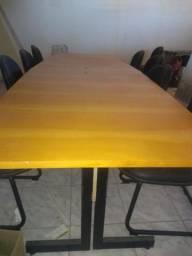 Mesa de reunião com 12 cadeiras