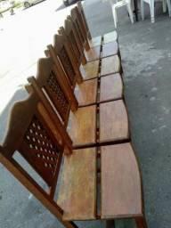 Seis cadeiras de madeira