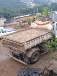 Areia e pedra caminhão fechado