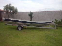 Barco e motor yamaha em Paulicéia Sp
