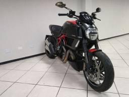 Ducati Diavel Carbon 2015 ( transferência + tanque cheio ).