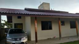 Linda casa de 2 dormitórios,sendo 1 suíte- Meia Praia-Navegantes-SC