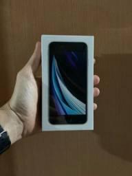 Título do anúncio: Iphone SE - lacrado - 64gb - branco