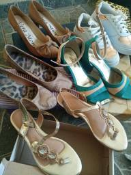 Sandálias 35$15 cada, tênis bco e dourado$20