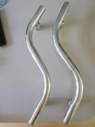 Puxador de alumínio em S, 30cm entre furos
